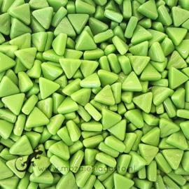 Glasmozaiek Driehoekjes 10 mm per 50 gram Lichtgroen 011