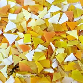 Gekleurde glasscherven 200 gram Gele Mix 004