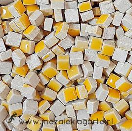 Mini Keramiek tegeltjes 5x5 mm per 15 gram Warm Geel 101