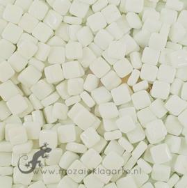 Mozaiektegeltjes glas 8x8 mm Opaal per 50 gram IJswit 041