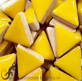 Geglazuurde keramiek driehoekjes 15 mm per 50 gram Geel 071