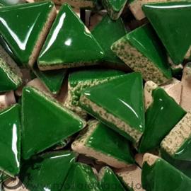 Geglazuurde keramiek driehoekjes 15 mm per 50 gram Donkergroen 014