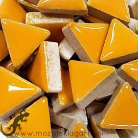 Geglazuurde keramiek driehoekjes 15 mm per 50 gram Warm Geel 101