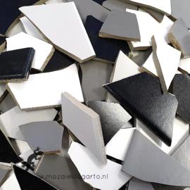 Mozaiek tegel scherven voor BINNEN EN BUITEN 1 kilo Zwart/Wit/Grijze Mix 008