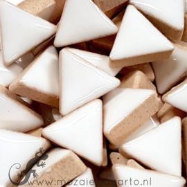 Geglazuurde keramiek driehoekjes 15 mm per 50 gram Wit 003