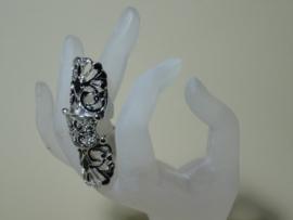Gothic  knokkel ring metaal met zwarte emaille