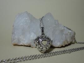 Engelenroeper in hartvorm met klankbol en ketting