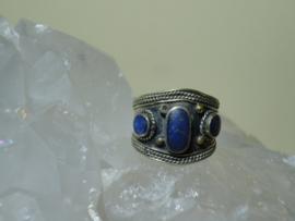 Ring  Lapis Lazuli met mooie pyriet Tibetaans zilver