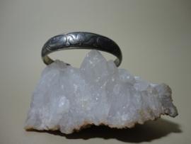Verzilverd zwaar metalen ronde armband apart model