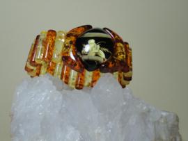 Armband Amber met gesneden micro bloem van hout bamboe