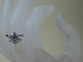 Ring met prachtige grote Zirconia