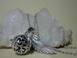 Engelenroeper met vleugel, klankbol en ketting