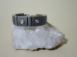 Zware metalen armband met kristallen