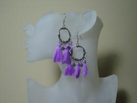 Bohemian oorbellen met lila paarse flosjes