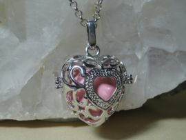 Engelenroeper hartvorm met roze klankbol en lange ketting