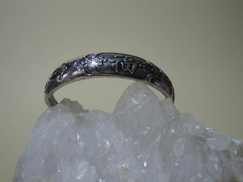 Zware metalen armband rond model met Gelukstekens en Scarabee