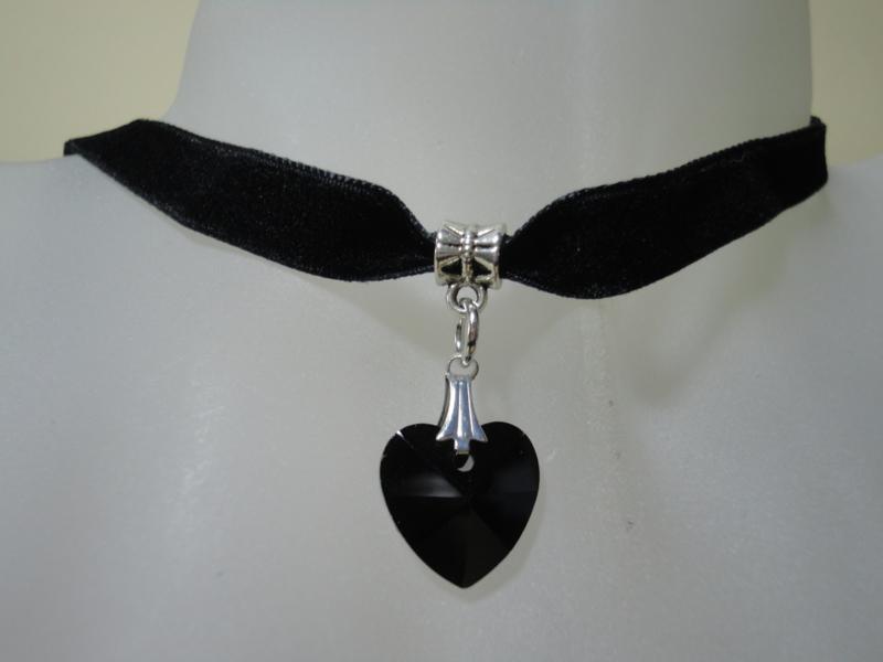Zwarte Gothic halsketting van fluweel en glas hartje