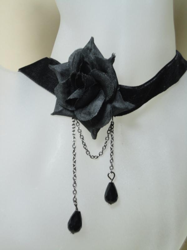 Halsband ketting velvet met zwarte roos kettinkjes en glaskralen
