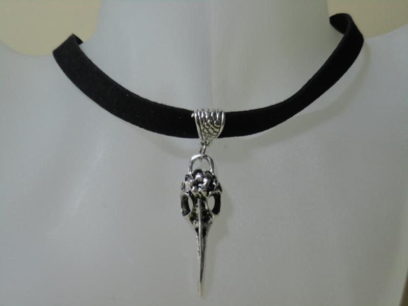 Halsband zwart met hanger van Vogelkop schedel of bird skull