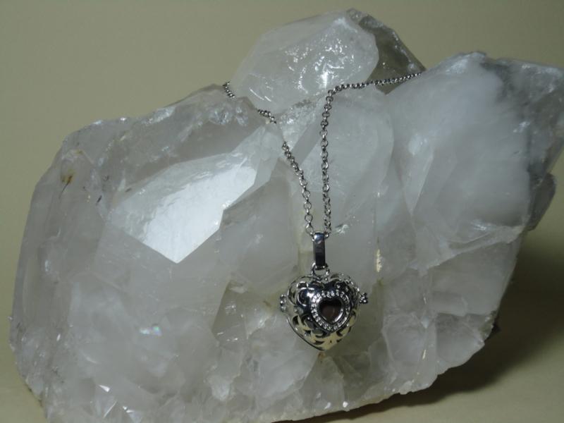 Engelenroeper hartvorm met bruine klankbol en lange ketting