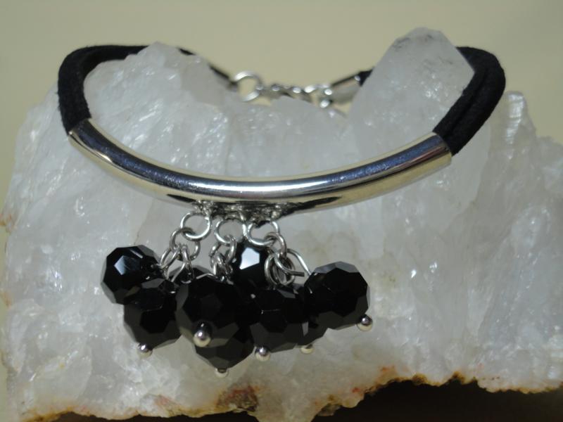 Armband velvet met metaal element en glaskralen