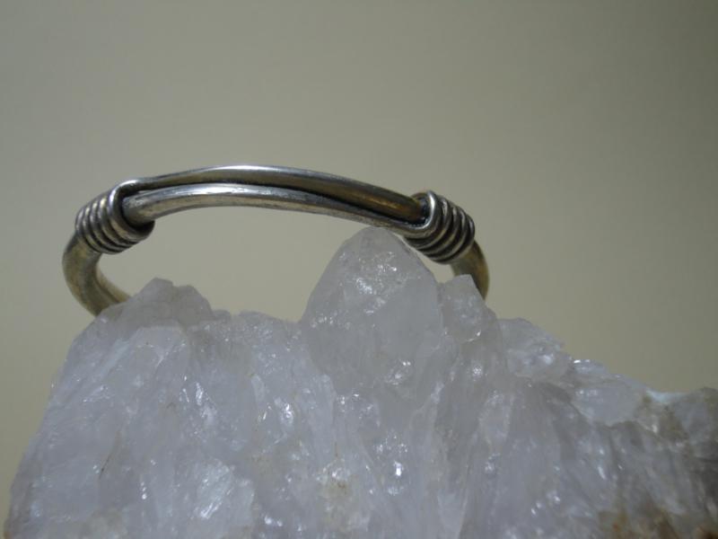 Verzilverd zware metalen armband rond apart model