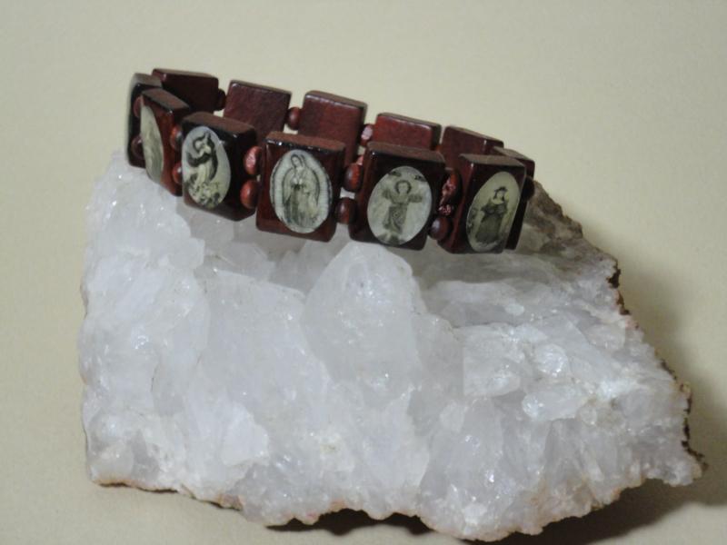 Armband van hout met 12 religieuze afbeeldingen