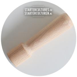 Houten stamper voor gehaktmolen