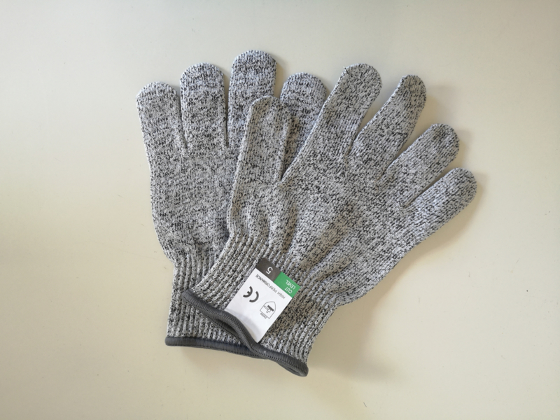 Non-cut kitchen safety gloves