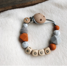 Pacifier clip with name ´Rust Grey´