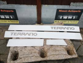 RVS-instaplijsten Nissan Terrano WD21 DB900-00G01
