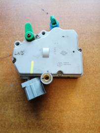 Deurslot mechaniek linksvoor Nissan Terrano2 R20 80553-7F020