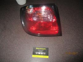 Achterlicht rechts buitenste Nissan Primera P11 - hatchback 26550-9F625