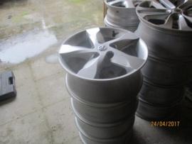 Set aluminium velgen 5 x 114,3. 16 inch origineel Nissan