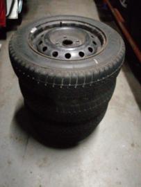 Set wielen Chevrolet 195/60R15 4x114,3 ET44 naafgat 56,6