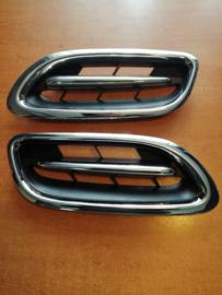 Grille Nissan Micra K11 61310-1F525 (set links + rechts)