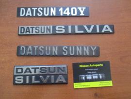 Embleem Datsun 140Y