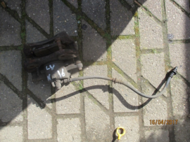 Remklauw linksvoor Nissan 41011-2F522 N16/P11/WP11