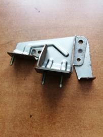Montagesteun dashboard rechts Nissan Terrano2 R20 68138-0F010