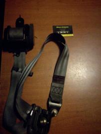 Veiligheidsgordelspanner linksvoor Nissan Terrano2 R20 86845-0F000