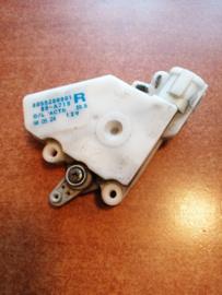Deurslot mechaniek rechtsvoor Nissan Sunny N14 80552-89901