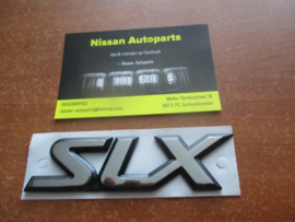 Embleem SLX Nissan Primera P11 84896-2F100