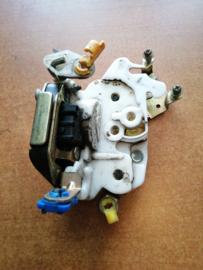 Deurslot linksvoor Nissan Terrano2 R20 80503-7F400