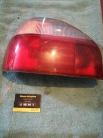 Achterlicht links Nissan Sunny N14 hatchback B6555-62C00