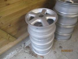 Set aluminium velgen 4 x 114,3. 15 inch origineel Nissan