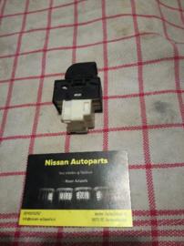 Raambedieningsschakelaar Nissan Bijrijderskant.25411-0M010