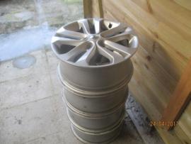Set aluminium velgen 5 x 114,3. 17 inch origineel Nissan