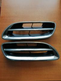 Grille Nissan Micra K11 62310-6F825 (set links + rechts)