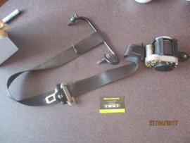 Veiligheidsgordelspanner linksvoor Nissan Almera N16 86885-BM661