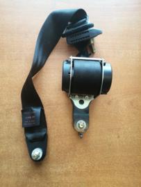 Veiligheidsgordelspanner linksachter Nissan Terrano2 R20 88845-7F601